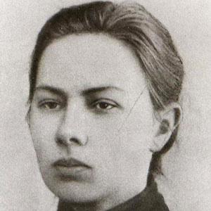 Political Wife Nadezhda Krupskaya - age: 70