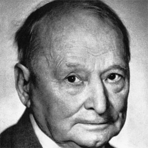 Sculptor Xawery Dunikowski - age: 88