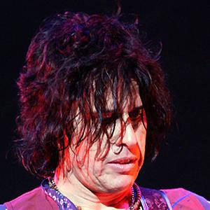 Guitarist Dean Deleo - age: 55