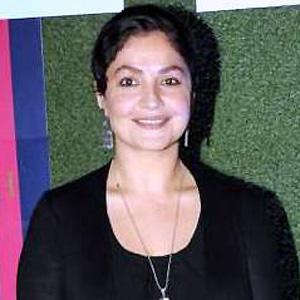 Movie actress Pooja Bhatt - age: 45
