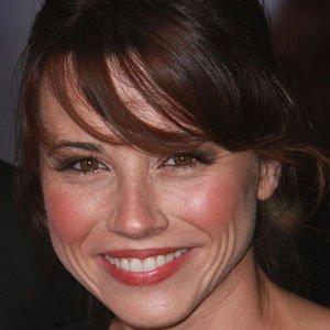 TV Actress Linda Cardellini - age: 41