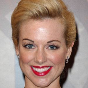 TV Actress Sarah Manners - age: 41