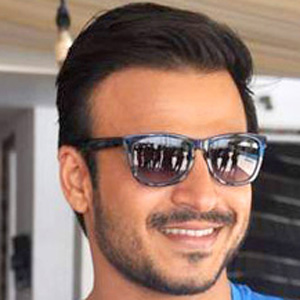 Movie Actor Vivek Oberoi - age: 40