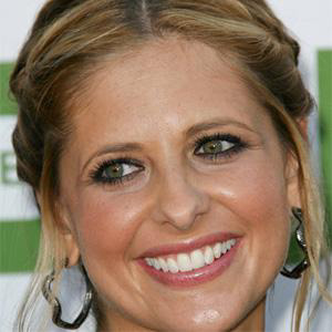 TV Actress Sarah Michelle Gellar - age: 43