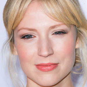 TV Actress Beth Riesgraf - age: 38