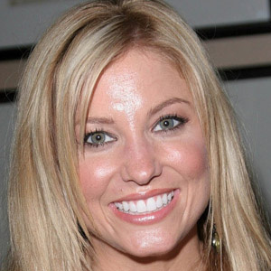 Country Singer Julie Roberts - age: 41