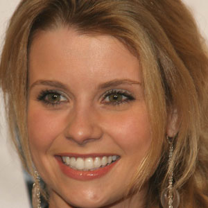 TV Actress Joanna Garcia - age: 42