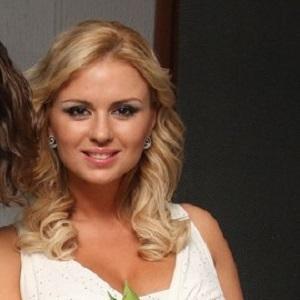 Figure Skater Anna Semenovich - age: 40