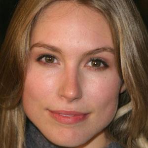 TV Actress Sarah Carter - age: 40