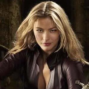 TV Actress Tabrett Bethell - age: 39