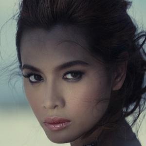 model Divine Lee - age: 39