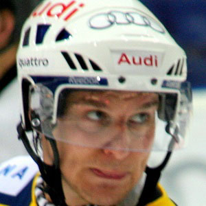 Hockey player Jarkko Immonen - age: 38