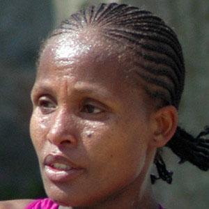 Runner Teyba Erkesso - age: 38