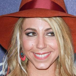 Pop Singer Elise Testone - age: 37