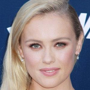 TV Actress Hannah New - age: 37