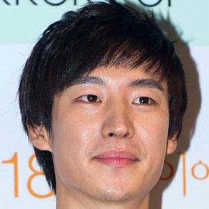 Movie Actor Lee Je-hoon - age: 32