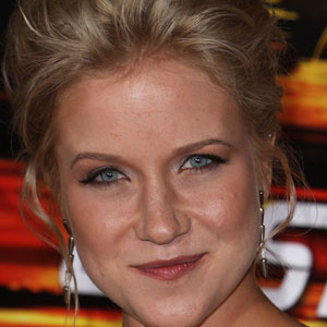 TV Actress Jessy Schram - age: 35