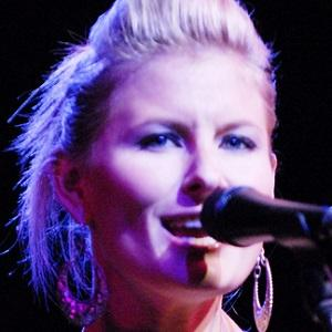Country Singer Samantha McClymont - age: 34