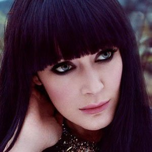 Pop Singer Ginny Blackmore - age: 34
