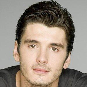 TV Actor Yon Gonzalez - age: 34