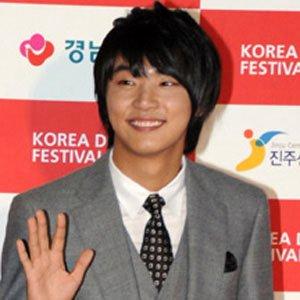 TV Actor Yoon Shi-yoon - age: 34
