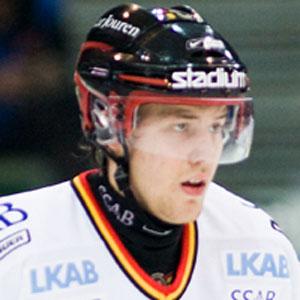 Hockey player Linus Omark - age: 33