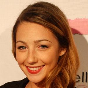 TV Actress Natalie Dreyfuss - age: 30