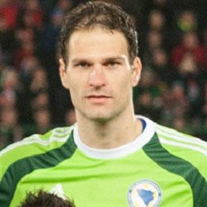 Soccer Player Asmir Begovic - age: 30