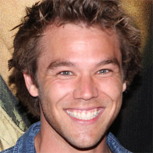 Soap Opera Actor Lincoln Lewis - age: 29