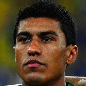 Soccer Player Paulinho - age: 32