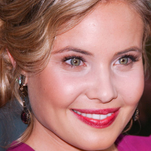 TV Actress Leah Pipes - age: 29