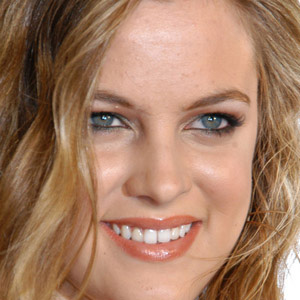 Movie actress Riley Keough - age: 31