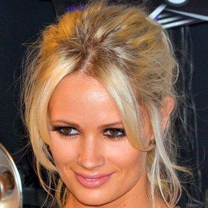 Pop Singer Lauren Bennett - age: 31