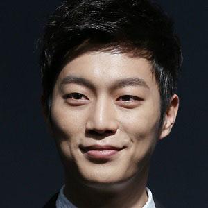 Rapper Yoon Doo-joon - age: 27