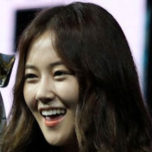 Pop Singer Heo Ga-yoon - age: 30