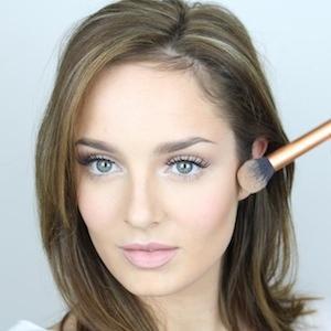 web video star Chloe Morello - age: 30