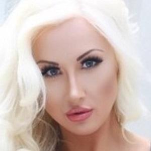 model Holly Deacon - age: 26