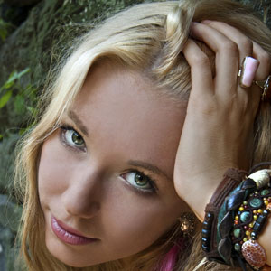 Country Singer Alina Smith - age: 25