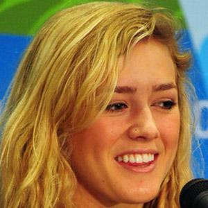Snowboarder Faye Gulini - age: 28