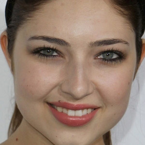 TV Actress Shelby Young - age: 29
