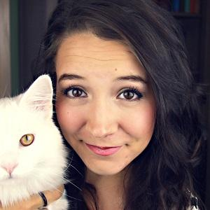 web video star Alayna Fender - age: 29
