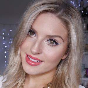 web video star Shannon Harris - age: 28