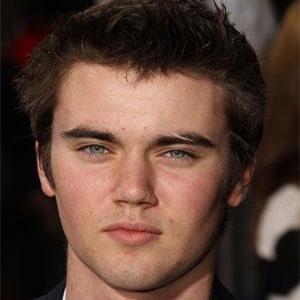 Movie Actor Cameron Bright - age: 27