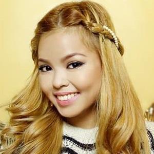 web video star Ana Victorino - age: 27