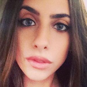 web video star Raya Moab - age: 27