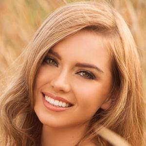 model Lauren Hanley - age: 27