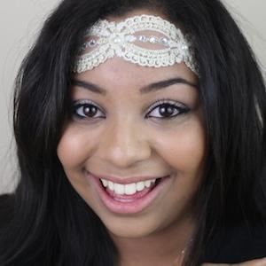 web video star Courtney House - age: 27