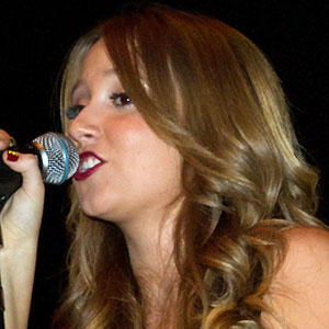 Pop Singer Ali Brustofski - age: 27