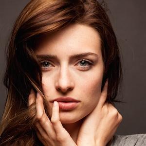 Pop Singer Kirsten Collins - age: 27