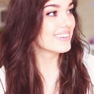 web video star Vania Fernandes - age: 26